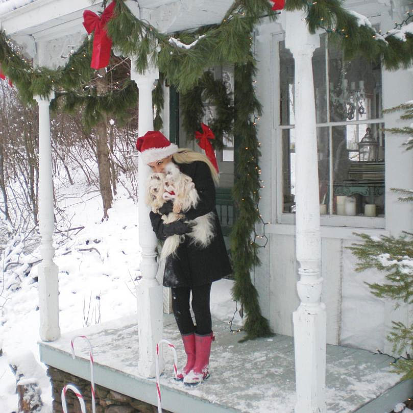 Sandy Foster     Christmas at her Tiny House