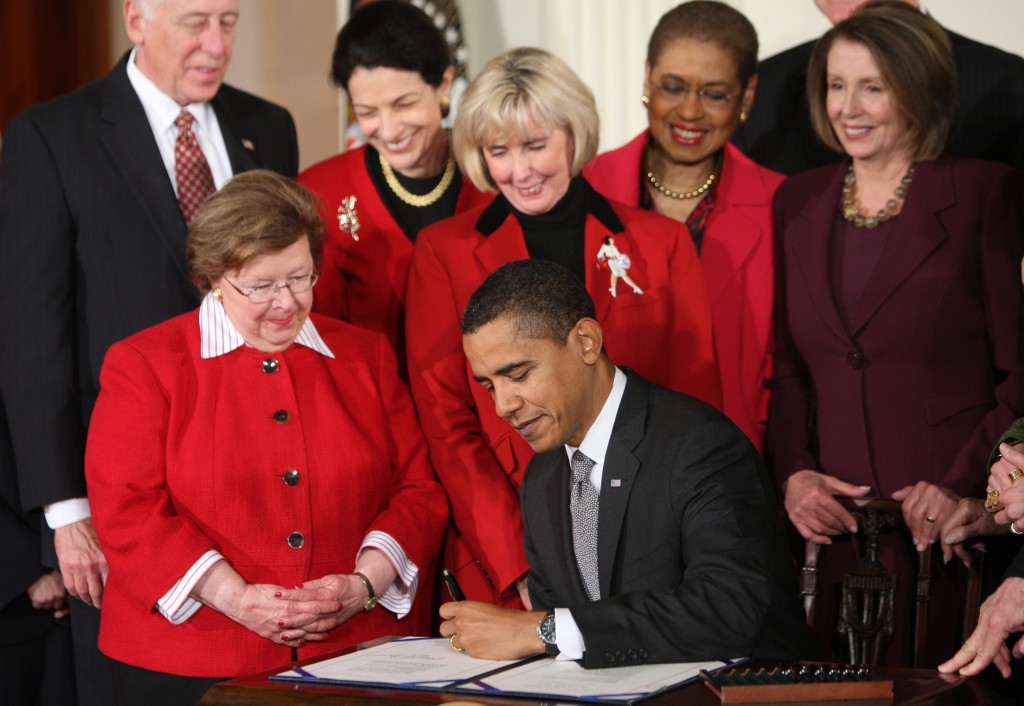 Barack Obama signing Lilly Ledbetter Act, 2009