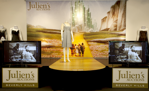 "Dorothy ""Wizard of Oz"" dress at Julien's Auction/11-10-12"