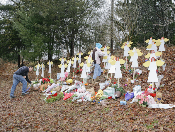 Roadside Memorial in Newtown for the victims of the Sandy Hook Elementary School shooting | Photo: Mark Borderud