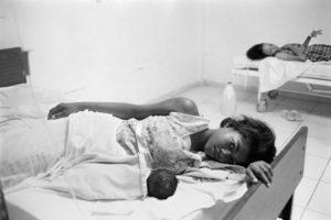 Patient and Newborn in San Cristobal, Dominican Republic/Photo: Alice Proujansky