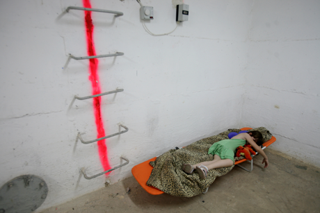 Girl in bomb shelter in Israel/Photo: Heidi Levine/Sipa Press