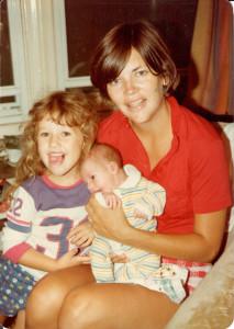 Elizabeth Warren with 2 small children from her book, A Fighting Chance--Photo: Elizabeth Warren from publisher