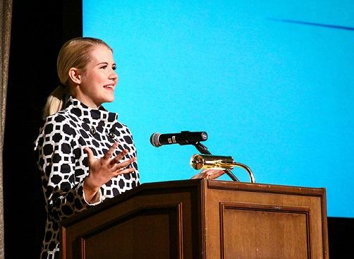 Elizabeth Smart at Signs of Hope 40th Anniv Dinner for Rape Crisis Center, Las Vegas, Oct. 2014--Photo: Rape Crisis Center