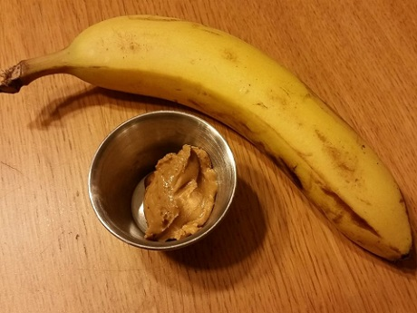 """Mara Schiavocampo eats bananas and nuts on her """"THINspired"""" diet/Photo: Mara Schiavocamp"""