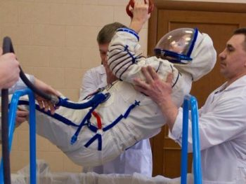Sarah Brightman preparing to sing in space/bbc.com