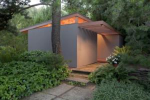 Tiny House in Portland designed by Pietro Bellluschi