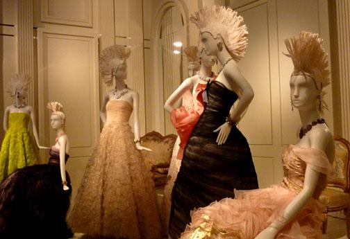 Oscar de la Renta designs at de Young retrospective/Photo;: Wendy Verlaine