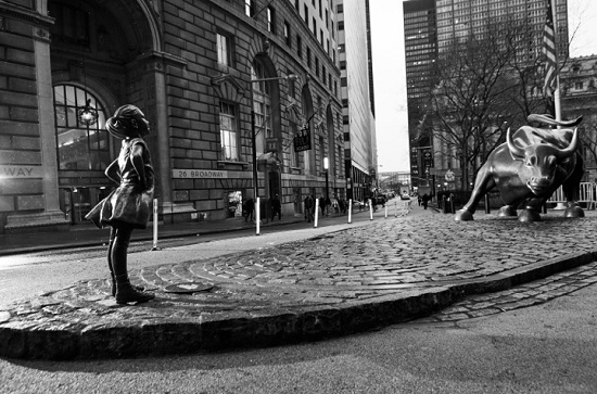 Kristen Visbal's Fearless Girl staring down Charging Bull/Photo: Federica Valabrega