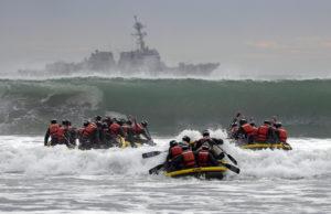 Basic underwater demo/SEAL students training 2014/Photo: MC1 Michael Russell/U.S.Navy